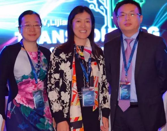 北京中长石基信息技术股份有限公司副总裁、杭州西软信息技术有限公司总经理王敏敏(中)与盛阳高层合