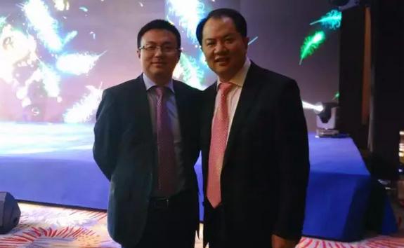 如家酒店集团CEO孙坚(右)与盛阳科技高级副总裁周明毅合影。
